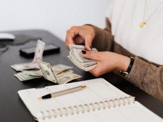 Depositar y retirar dinero en Bethard